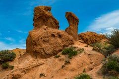 Formations de roche colorées en canyon de conte de fées, Kirghizistan photo stock