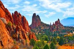 Formations de roche déchiquetée de chaux et de grès au jardin des dieux le Colorado photographie stock libre de droits