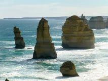 Formations de roche dans l'océan Image stock
