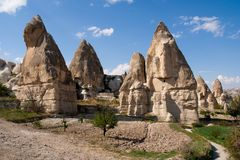 Formations de roche dans la vallée d'amour près du Goreme Cappadocia Photos stock