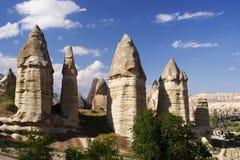 Formations de roche dans la vallée d'amour près du Goreme Cappadocia Image stock