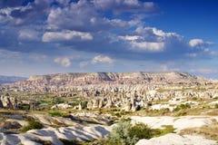 Formations de roche dans la vallée d'amour près du Goreme Cappadocia Images stock