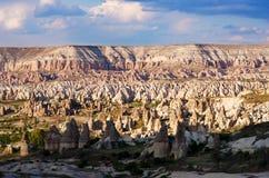 Formations de roche dans la vallée d'amour près du Goreme Cappadocia Photographie stock