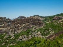 Formations de roche dans les montagnes dans la région de Meteora, Grèce photo stock