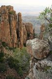 Formations de roche dans une vallée Images libres de droits