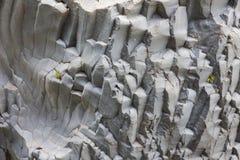 Formations de roche de basalte chez Gole Alcantara sur la Sicile, Italie images libres de droits