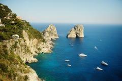 Formations de roche de Faraglioni Photo libre de droits