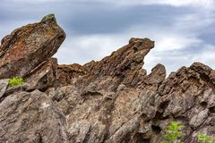 Formations de roche entre les montagnes photos libres de droits