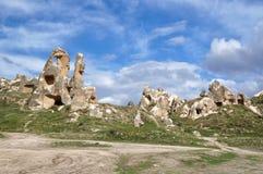 Formations de roche fantastiques dans une vallée près de Goreme image stock