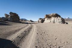 Formations de roche géologiques érodées autour de rbol de Piedra, désert de Siloli, Bolivie de  de à image libre de droits