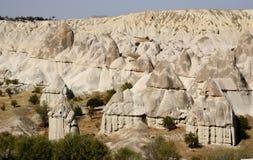Formations de roche géologiques de cheminée féerique en vallée d'amour, Turquie Image libre de droits