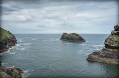 Formations de roche le long de côte Angleterre des Cornouailles photographie stock libre de droits