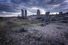 Formations de roche de phénomène en Bulgarie autour de kamani de Varna - de Pobiti Endroit national de tourisme photo libre de droits