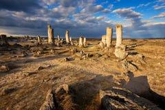 Formations de roche de phénomène en Bulgarie autour de kamani de Varna - de Pobiti Endroit national de tourisme image stock