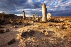 Formations de roche de phénomène en Bulgarie autour de kamani de Varna - de Pobiti Endroit national de tourisme images stock