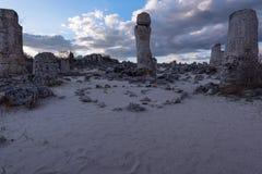 Formations de roche de phénomène en Bulgarie autour de kamani de Varna - de Pobiti Endroit national de tourisme photographie stock libre de droits