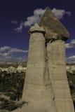 Formations de roche préhistoriques devant la vallée d'amour en Turquie Images libres de droits