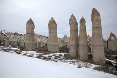 Formations de roche typiques dans Cappadocia Photographie stock libre de droits