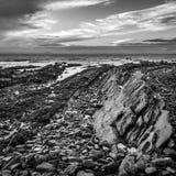 Formations de roche volcanique à St Monans dans le fifre photographie stock