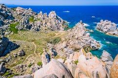 Formations de roches énormes de granit dans le Testa de capo en Sardaigne du nord, Italie Photographie stock libre de droits
