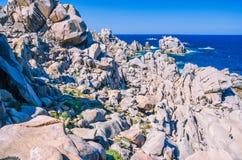 Formations de roches énormes de granit dans le Testa de capo en Sardaigne du nord, Italie Photos libres de droits