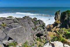 Formations de roches étonnantes de crêpe au parc national de Paparoa au Nouvelle-Zélande Photos stock