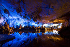 Formations de stalactite et de Stalagmite Image libre de droits