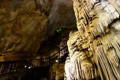 Formations impressionnantes du Vietnam de caverne de paradis photo libre de droits