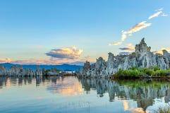 Formations mono de tuf de lac images libres de droits