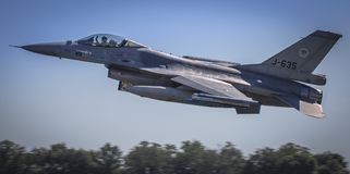 Formationsflug F16 vorüber Lizenzfreie Stockfotografie