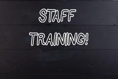 Formazione del personale del testo di scrittura di parola Concetto di affari per imparare conoscenza specifica per migliorare per fotografia stock