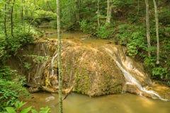 Formazione dell'acqua del travertino Immagini Stock Libere da Diritti