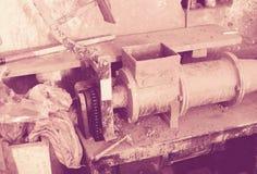 Formazione della macchina nello studio della ceramica Immagine Stock