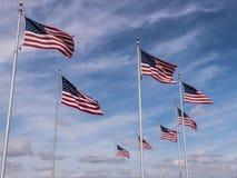 Formazione di bandiere al cimitero nazionale di Miramar immagini stock