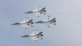 Formazione di diamante dei Thunderbirds del U.S.A.F. Immagini Stock Libere da Diritti