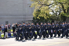 Formazione militare di parata di festival del fiore. fotografia stock libera da diritti