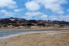 Formazione rocciosa in Namib con cielo blu Fotografia Stock Libera da Diritti