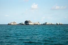 Formazione rocciosa naturale in mare all'isola del Belitung Immagini Stock Libere da Diritti