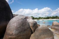Formazione rocciosa naturale nel mare alla spiaggia nell'isola del Belitung Fotografia Stock Libera da Diritti