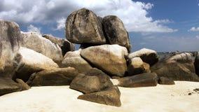 Formazione rocciosa naturale su una spiaggia di sabbia bianca nell'isola del Belitung Fotografia Stock Libera da Diritti