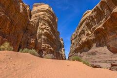 Formazione rocciosa nel deserto di Wadi Rum Fotografie Stock Libere da Diritti