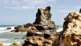 Formazione rocciosa nel mar Mediterraneo Parco naturale di Cabo da Gata, Almeria, Andalusia, Spagna immagine stock libera da diritti