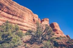 Formazione rocciosa rossa con cielo blu Fotografia Stock