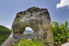 Formazione rocciosa sconosciuta vicino alla città di Shumen, Bulgaria, nominata Okoto Fotografie Stock Libere da Diritti
