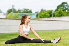 Formazione sportiva della donna all'aperto Concetto di salute e di sport Fotografia Stock Libera da Diritti