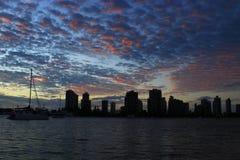 Formazione unica di nuvole all'alba Fotografie Stock Libere da Diritti