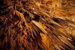 Formazioni degli stalactites e degli stalagmites della caverna fotografia stock libera da diritti