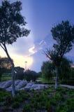 Formazioni della nuvola e ponte di pietra al tramonto Fotografia Stock Libera da Diritti