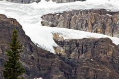 Formazioni di ghiaccio sulle montagne rocciose canadesi Immagine Stock