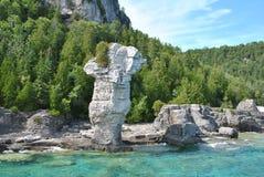 Formazioni rocciose alla costa, isola del vaso da fiori immagine stock libera da diritti